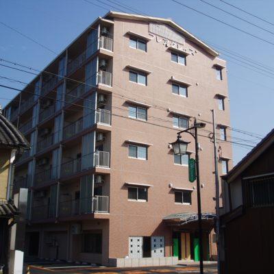 旧市街地に6階建てマンション